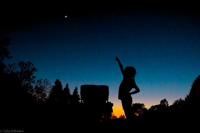 kids stargazing